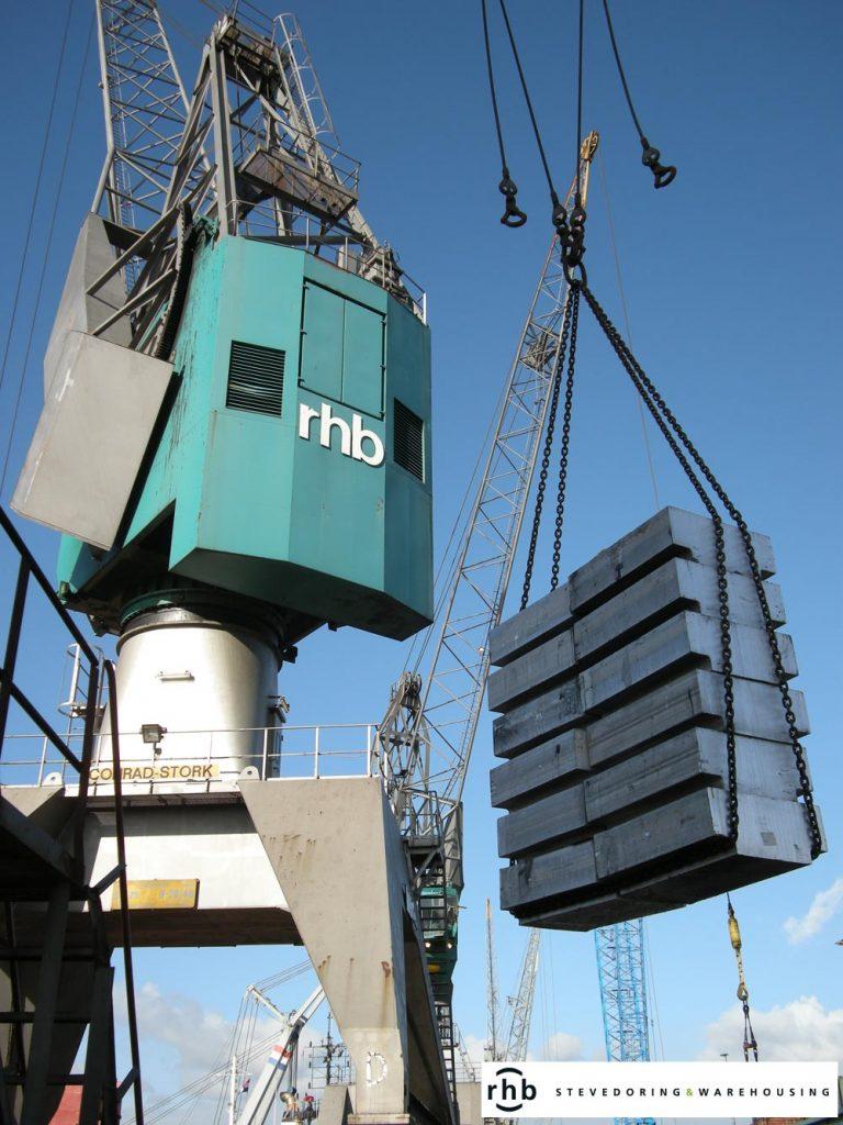 Crane aluminium discharging RHB Stevedoring & Warehousing