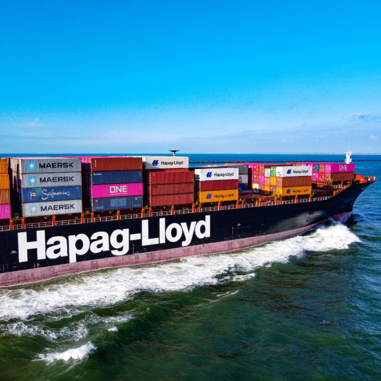 The Hapag-Lloyd Milan Express (IMO: 9112296, MMSI: 310398000) is a container vessel, build in 1996 and sails under the Danish flag. She is 216m long and 32m wide. Maximum TEU: 2.300. (Photo: Wouter van der Mark)